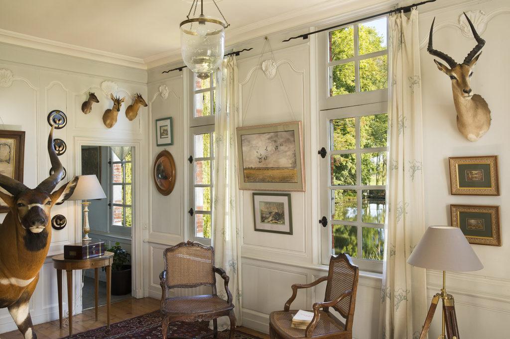chateau-de-beneauville-salon-14-bd
